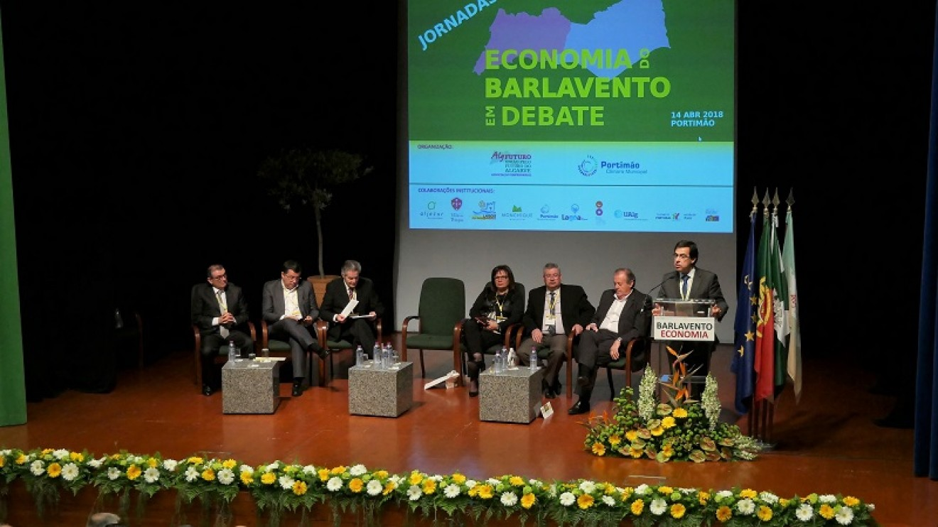 """JORNADAS DO BARLAVENTO: APONTADA RIQUEZA DA ZONA E """"ADAMASTORES""""; RECLAMADA URGENTE REGIONALIZAÇÃO; CONTESTADO PETRÓLEO"""